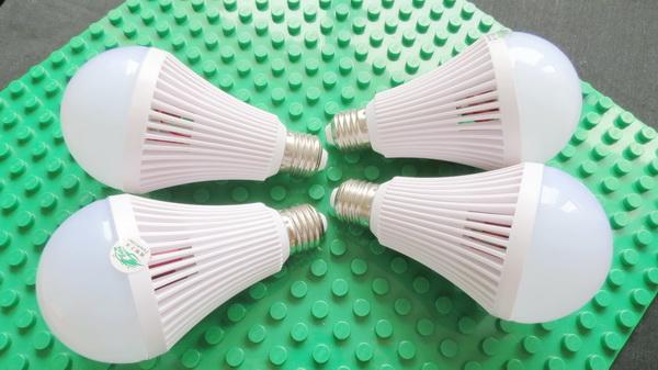 Zweihnder 800LM E27 9W LED Globe Bulb